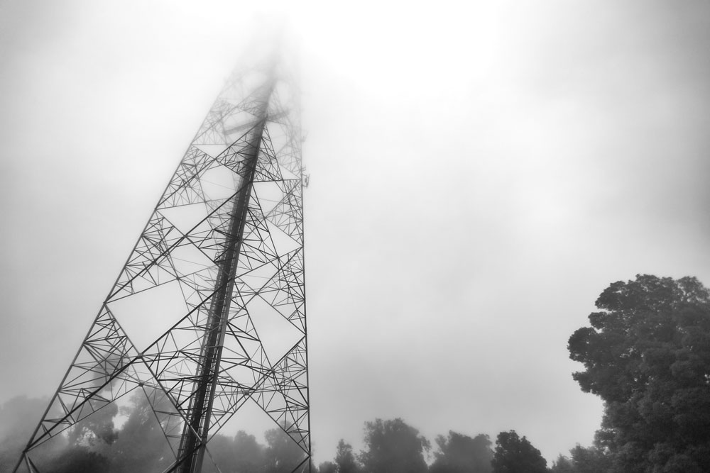 Retro zdjęcie anteny telekomunikacyjnej - Roaming w dobie Monitoringu GPS