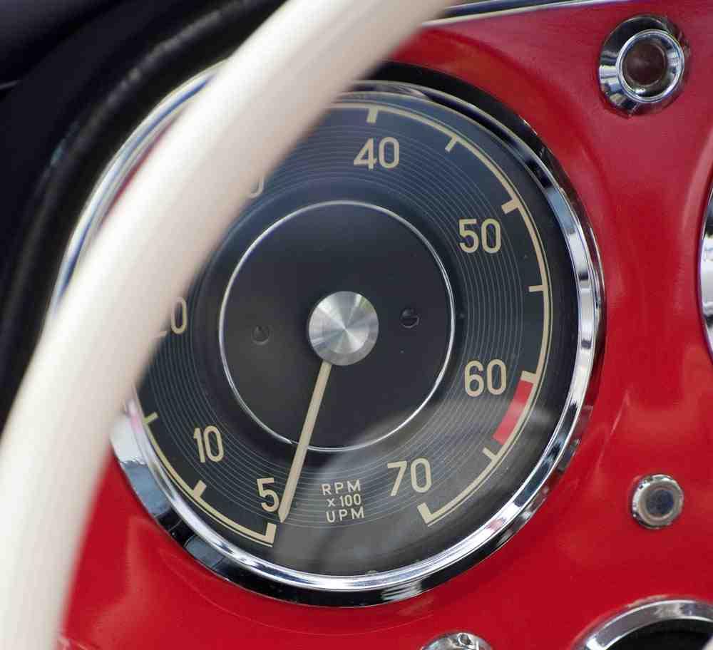 Kontrola obrotów silnika – trzymaj rękę na pulsie