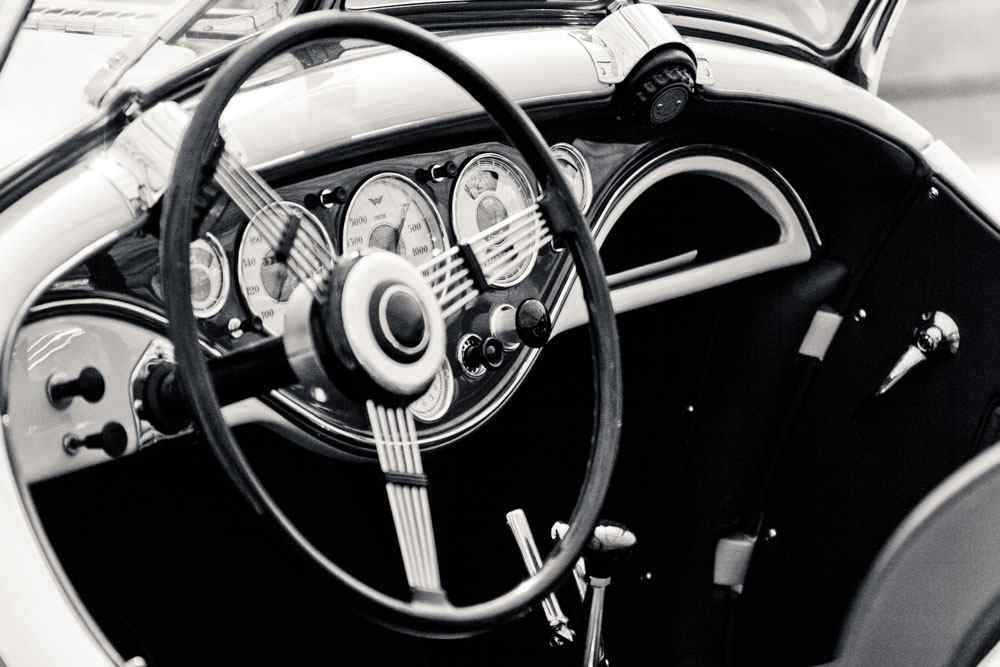 Deska rozdzielcza - ucz kierowców ekonomicznej jazdy dzięki monitoringowi GPS